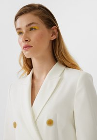 Stradivarius - Trench - white - 3