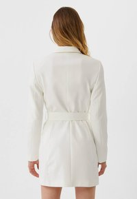 Stradivarius - Trench - white - 2