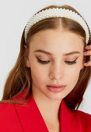 MIT PERLEN - Hair styling accessory - white