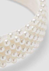 Stradivarius - MIT PERLEN - Hair styling accessory - white - 3