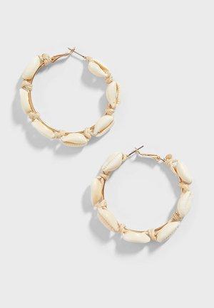 MIT MUSCHELN - Earrings - white