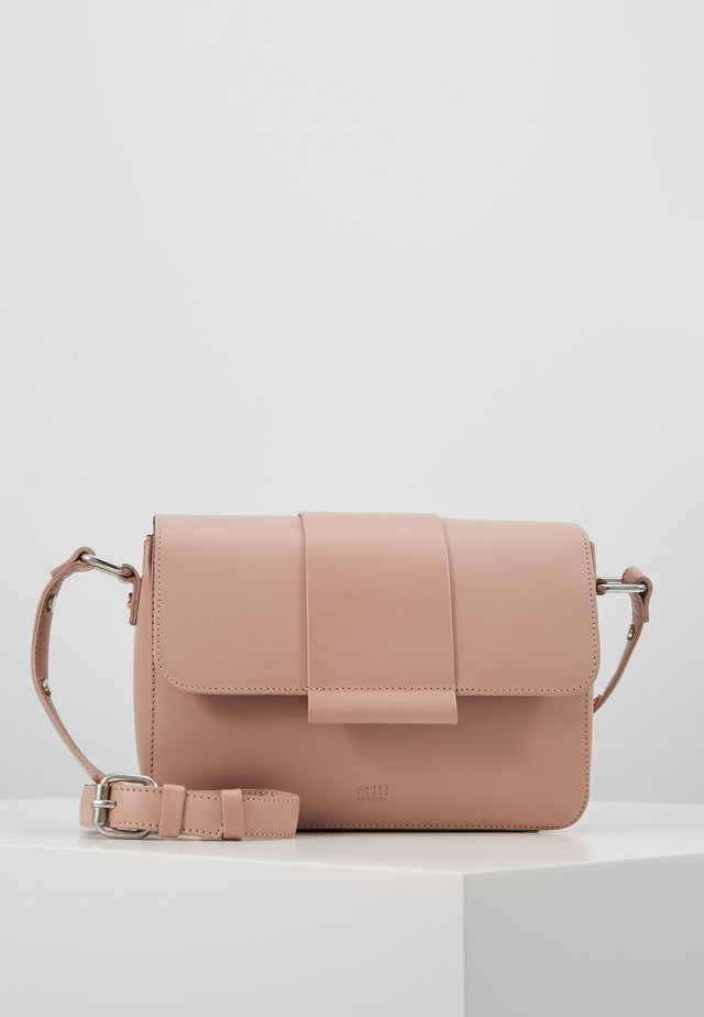 APRIL CROSSBODY - Olkalaukku - dusty rose