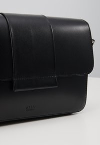Still Nordic - APRIL CROSSBODY - Torba na ramię - black - 6