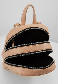 Still Nordic - ANOUK CITY BACKPACK - Reppu - powder - 4
