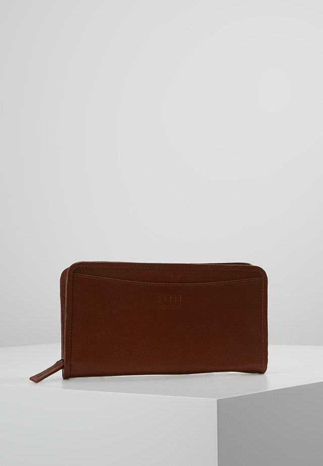 LONDON PASSPORT HOLDER - Portemonnee - cognac