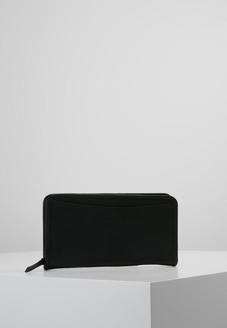 Still Nordic - LONDON PASSPORT HOLDER - Geldbörse - black