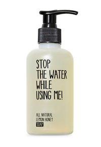 STOP THE WATER WHILE USING ME! - ALL NATURAL HAND KIT SOAP 200ML & HANDBALM 200ML - Set pour le bain et le corps - lemon honey - 1