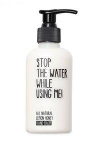 STOP THE WATER WHILE USING ME! - ALL NATURAL HAND KIT SOAP 200ML & HANDBALM 200ML - Set pour le bain et le corps - lemon honey - 2