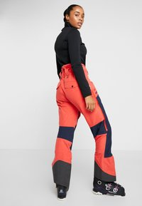State of Elevenate - BACKSIDE PANTS - Schneehose - red glow