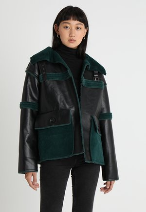 REVERSIBLE - Faux leather jacket - black/green