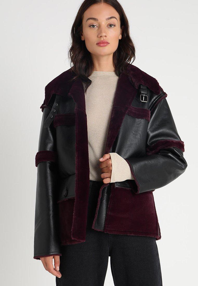 Story Of Lola - REVERSIBLE - Faux leather jacket - black/purple