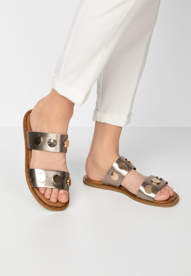 Mules - pewter pwt