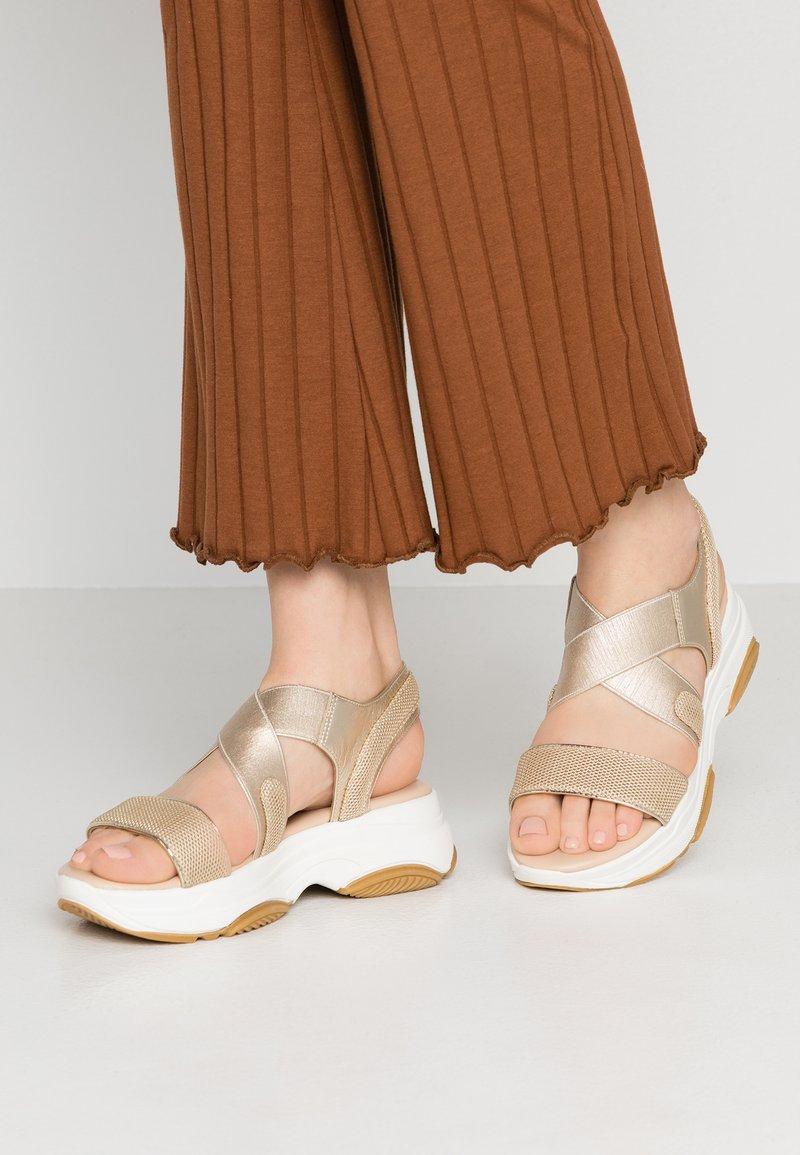 Studio Modd - Korkeakorkoiset sandaalit - beige