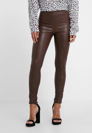 LENA - Pantaloni di pelle - brown