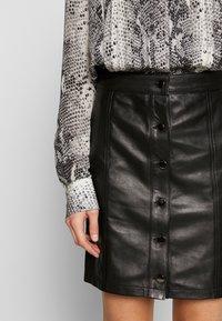 STUDIO ID - ANGIE SKIRT - Kožená sukně - black - 4