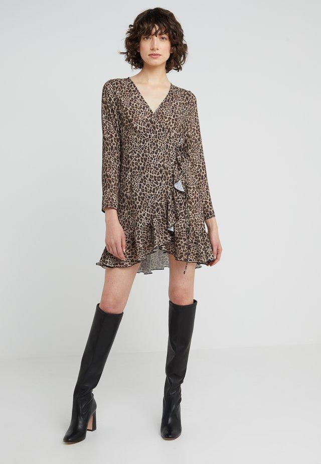 JULE SHORT DRESS - Freizeitkleid - leopard