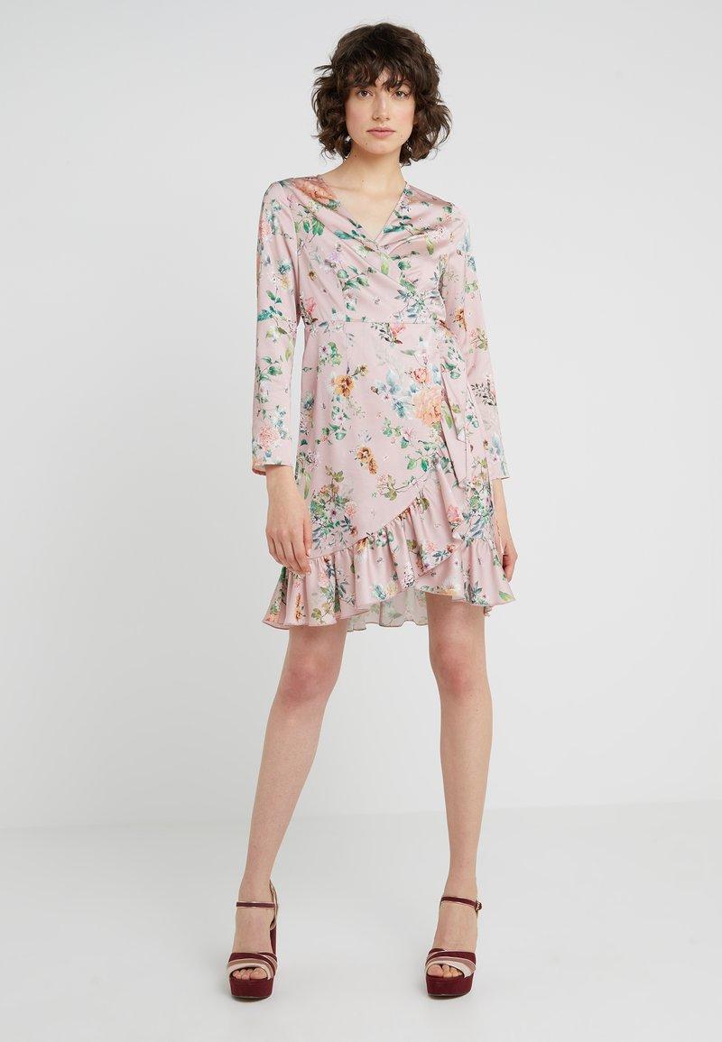 STUDIO ID - JULE SHORT FLORAL DRESS - Hverdagskjoler - pink/multi