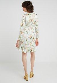 STUDIO ID - JULE SHORT FLORAL DRESS - Vapaa-ajan mekko - light green/multi - 2