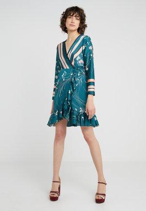 JULE SHORT STRIPE DRESS - Vardagsklänning - green/floral multi