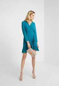 STUDIO ID - FLORENCE DRESS - Freizeitkleid - green water - 1