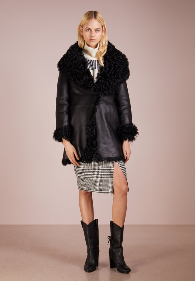 REVERSIBLE CURLY COAT - Winter coat - black