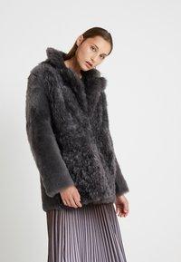 STUDIO ID - ALEXIA REVERSIBLE COAT - Leather jacket - grey - 2