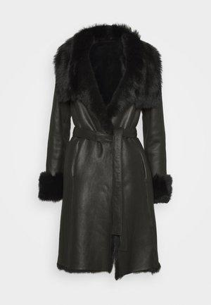 FLO SHEARLING COAT - Mantel - black
