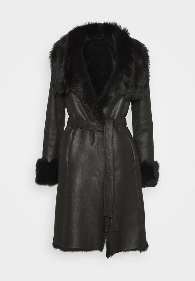 FLO SHEARLING COAT - Manteau classique - black