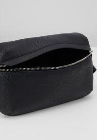 STUDIO ID - BUM BAG - Taška spříčným popruhem - black - 5