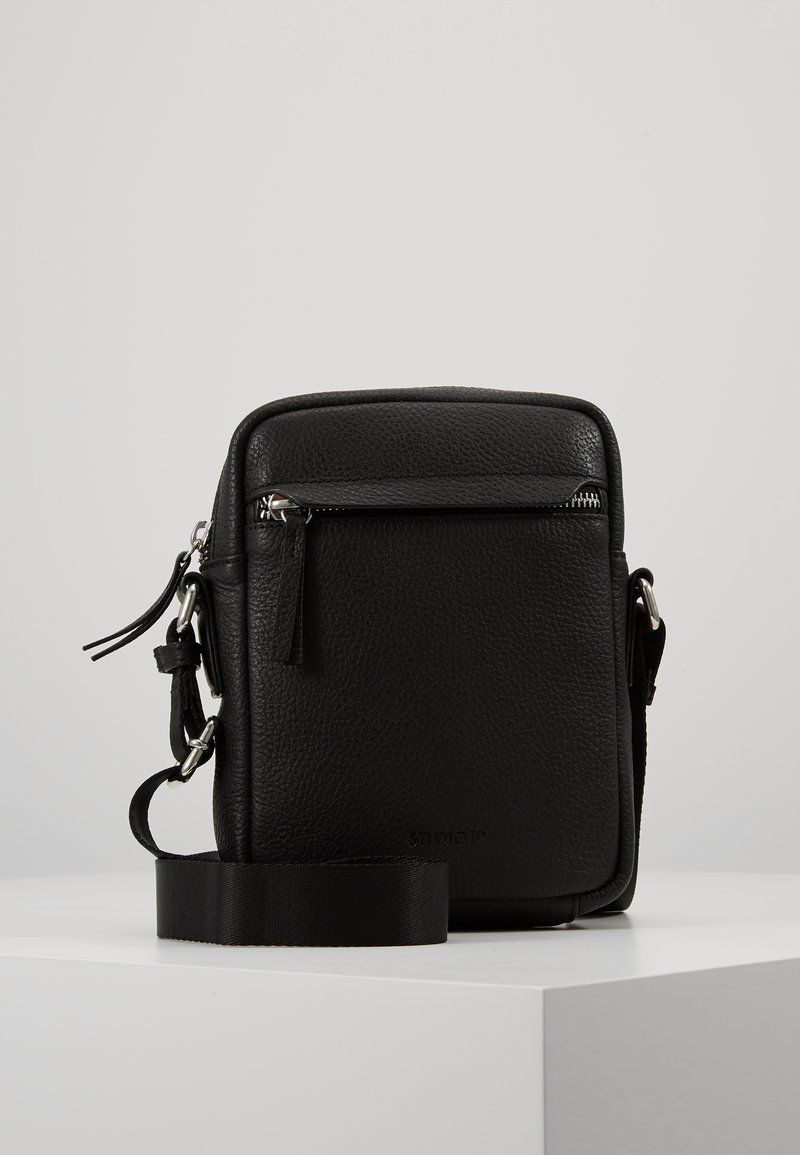 STUDIO ID - CROSSBODY BAG - Taška spříčným popruhem - black
