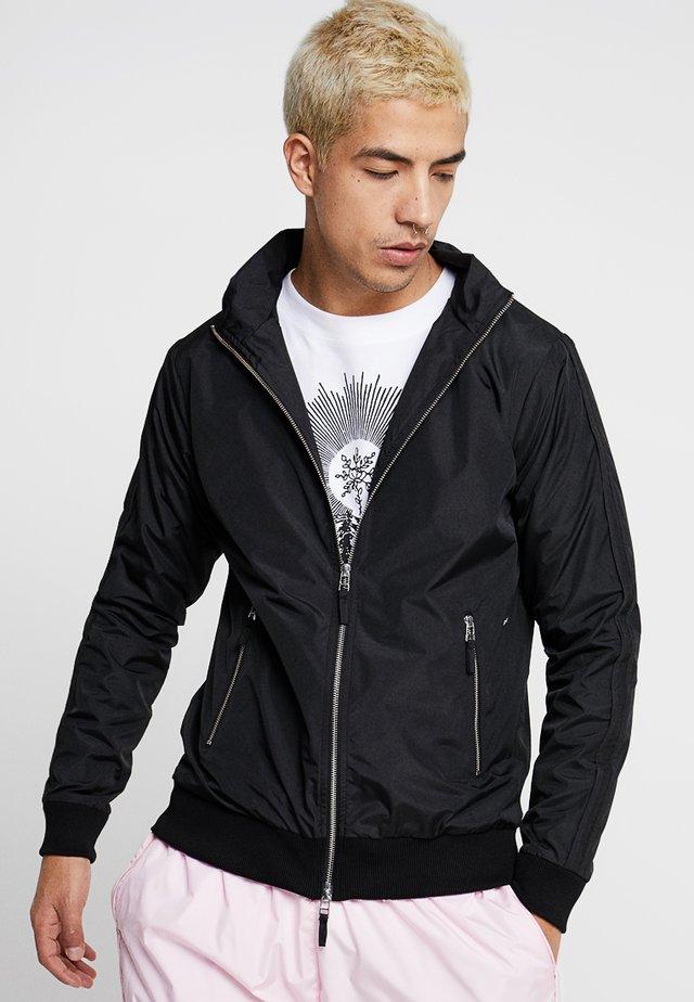 DEREK - Lehká bunda - black