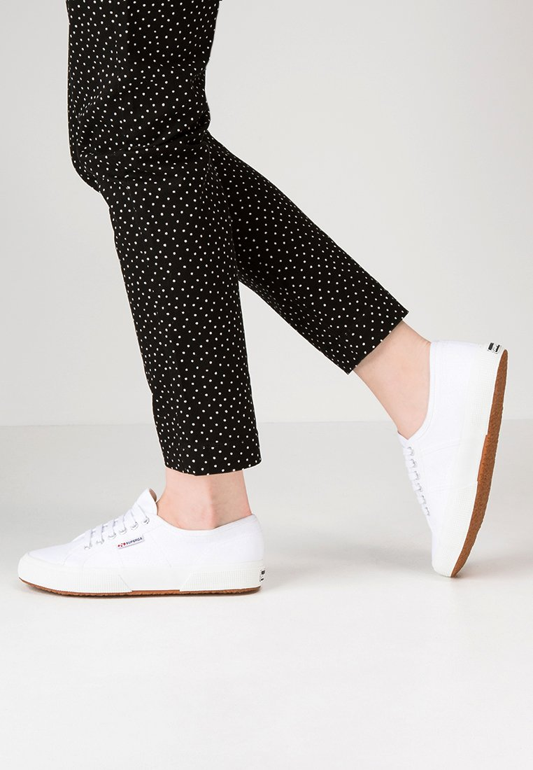 Superga - CLASSIC - Sneaker low - white