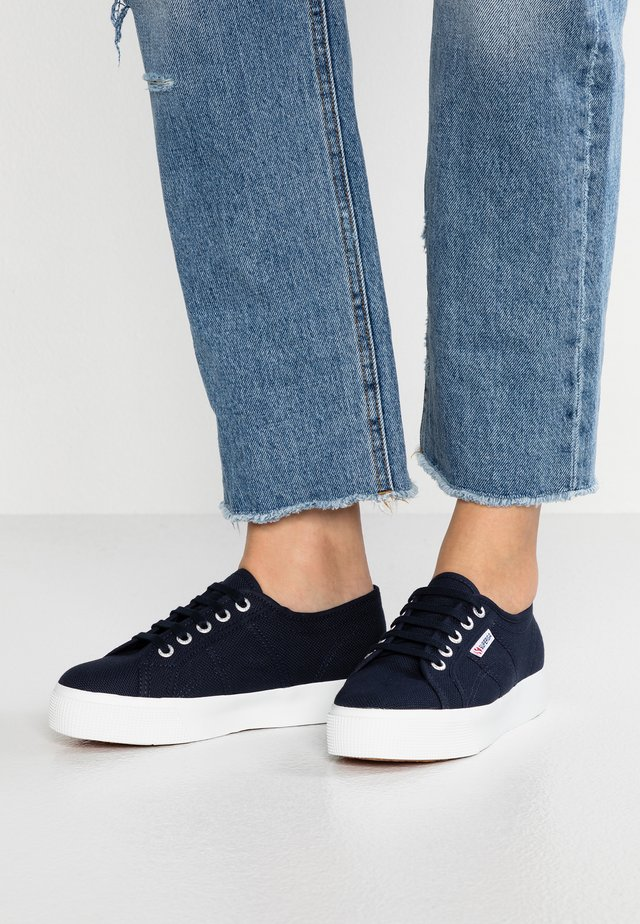 COTU - Matalavartiset tennarit - navy/white