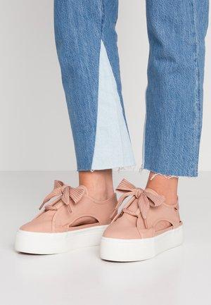 Sneakers laag - rose mahogany