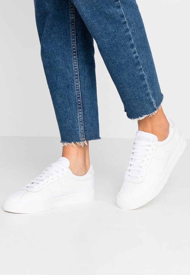 2843 - Trainers - full white
