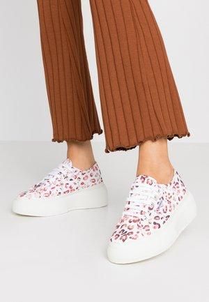 Sneakers laag - multicolor pastel