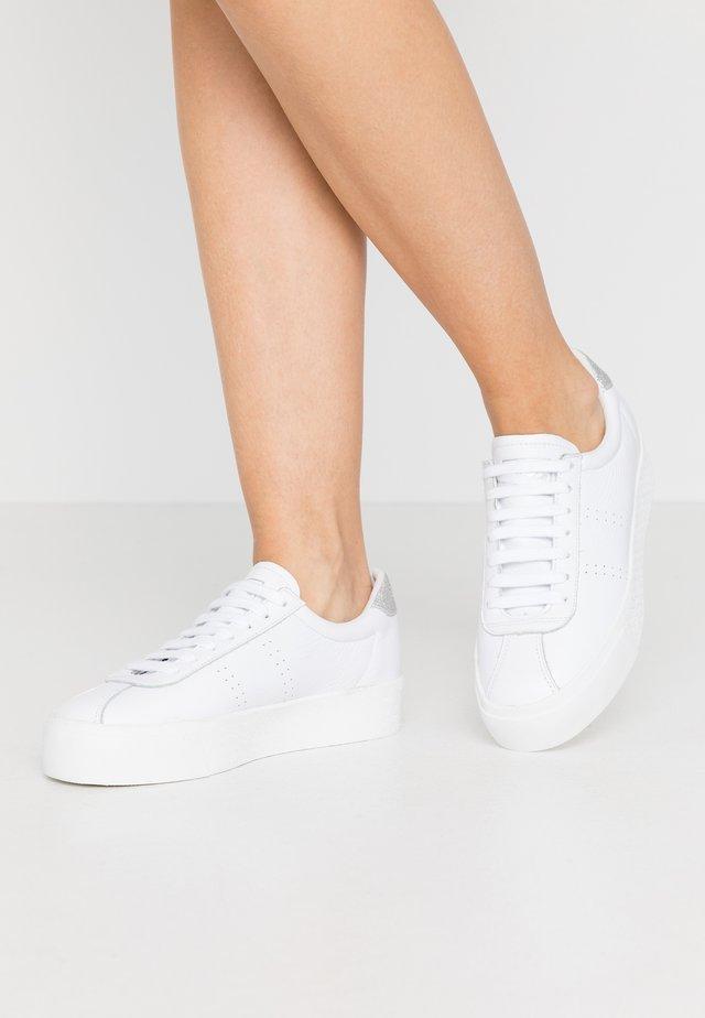 2854 CLUB 3  - Joggesko - white/grey/silver