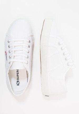 2750 - Joggesko - white