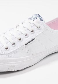 Superdry - Sneakersy niskie - optic white - 2