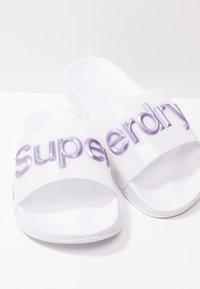 Superdry - Sandales de bain - optic white/metallic purple - 7