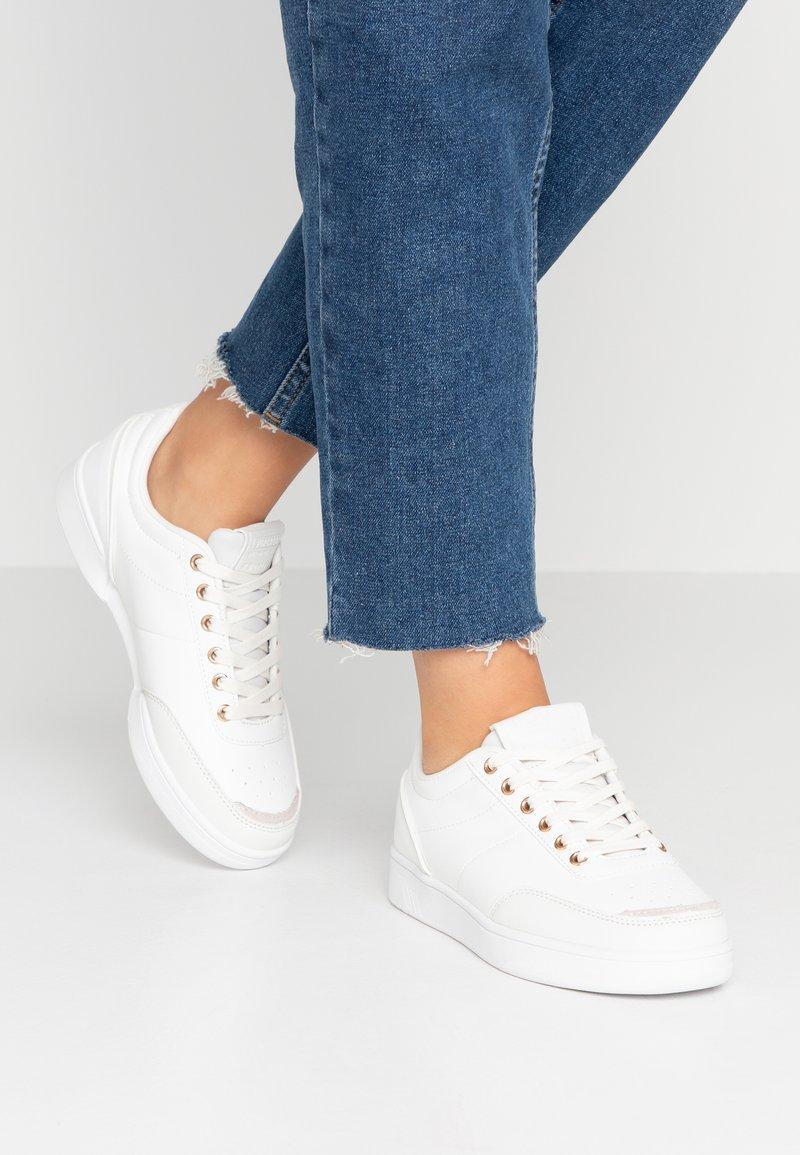 Superdry - PREMIUM COURT TRAINER - Sneakersy niskie - optic