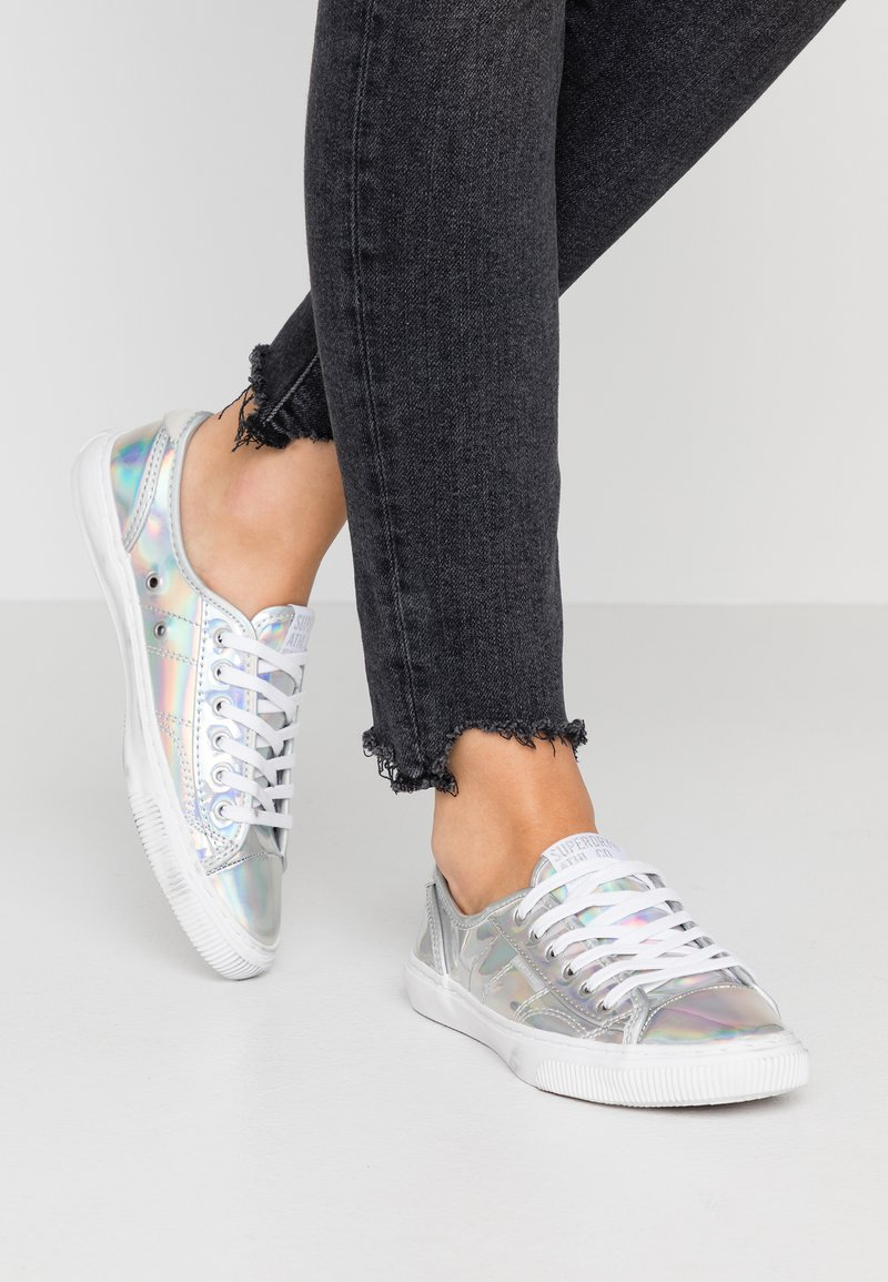 Superdry - PRO LUXE - Joggesko - silver