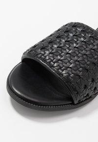 Superdry - WIDE FIT  - Pantofle - black - 2