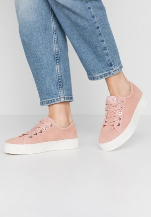 Trainers - soft pink