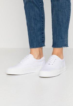 Sneakersy niskie - optic