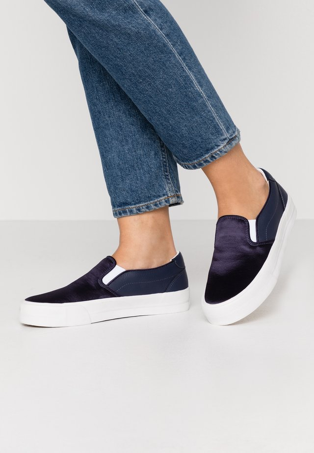 Loaferit/pistokkaat - navy