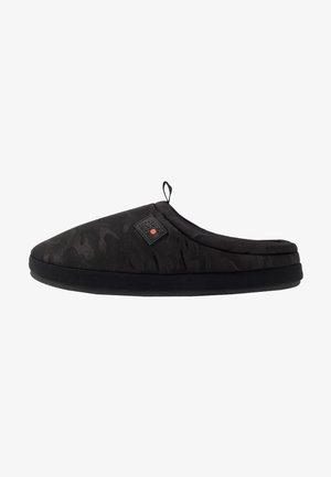 COOPER MULE - Domácí obuv - black