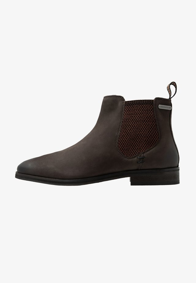 METEORA CHELSEA BOOT - Stövletter - brown