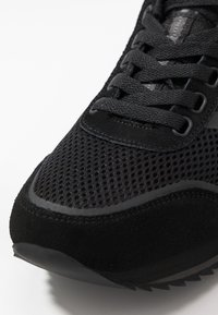Superdry - FERO RUNNER - Sneakersy niskie - black - 5