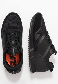 Superdry - FERO RUNNER - Sneakersy niskie - black - 1